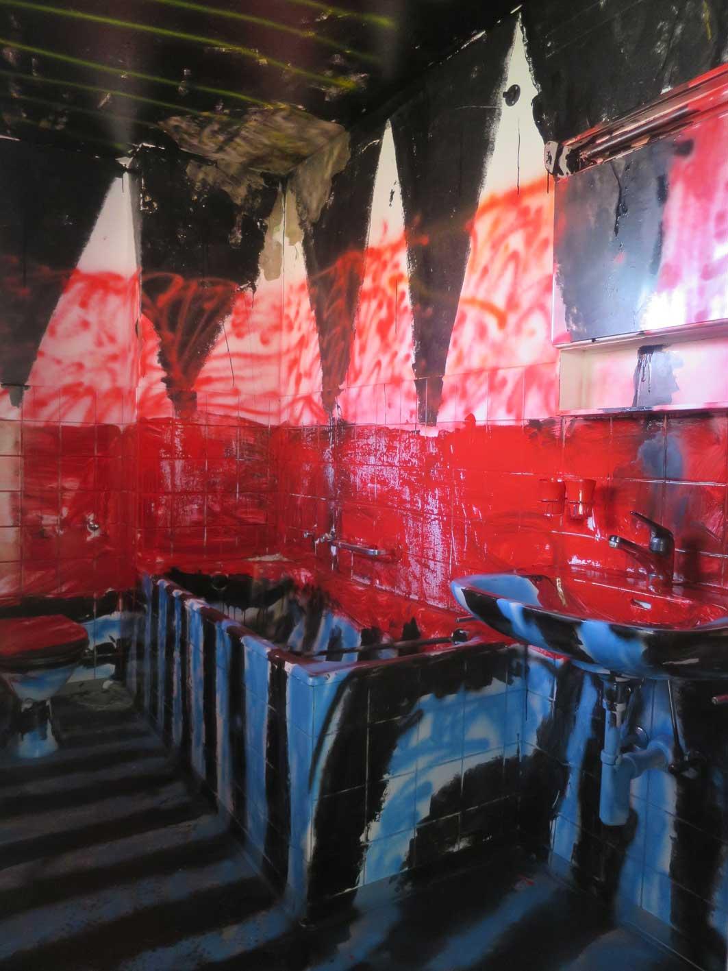 Stefan Inauen OTSI (Bad) 2015 Sprühlack, Acryllack Ausstellungsansicht